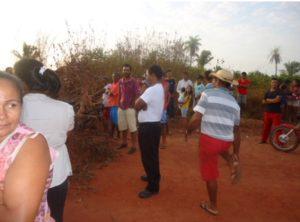 moradores da vila falcao em araguatinsimplorando por agua
