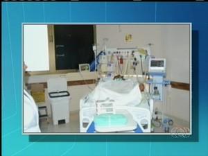 Antônia na UTI do Hospital Geral de Palmas (Foto: Reprodução/TV Anhanguera TO)