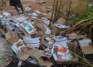 livro no lixo