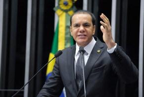 Suplente de senador Ataídes Oliveira