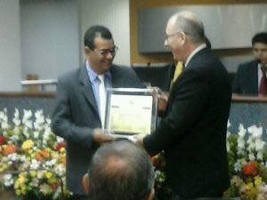 Vereador entrega título de Cidadão Palmense  a professor da UFT Wolfgang Teske