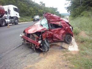 Toyota Etios, conduzido por Emmyle Rodrigues