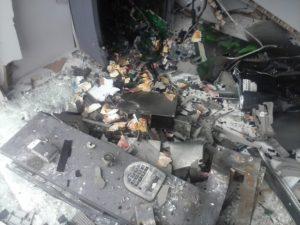 Caixa eletrônico depois da explosão
