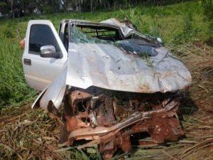 Capotamento de caminhonete deixa dois mortos