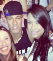 Neymar e Patricia na balada