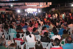 Multidão lotou rua em frente ao comitê de Eduardo Siqueira Campos: apoio popular e de lideranças