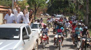 Esperantina em massa acompanhando Ataídes
