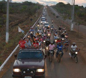 Carros, motos, bicicletas tomaram conta das ruas da cidade