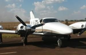 Avião foi apreendido pela polícia com R$ 500 mil e santinhos de Marcelo Miranda (Foto: Divulgação/Polícia Civil)