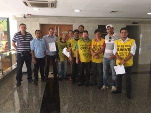 Comando de greve após protocolar contraproposta, nesta sexta-feira, 20, no Palácio Araguaia