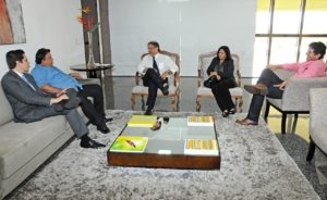 O governador recebeu o presidente do Sindicato Rural e  deputados estaduais de Araguaína