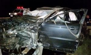 Imagem mostra veículo totalmente destruído
