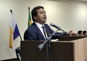 Deputado Elenil da Penha discursando na Audiência Pública sobre as Vans