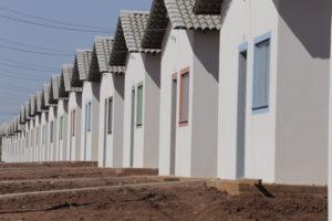 As casas serão entregues até o mês de novembro de 2015.