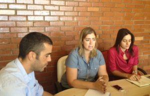 O superintendente de Desenvolvimento Turístico, James Possapp, durante reunião  com Cinnara Bretas e Raissa Parente, ambas do PNUD Brasil