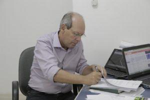 Dimas assina ordem de serviço