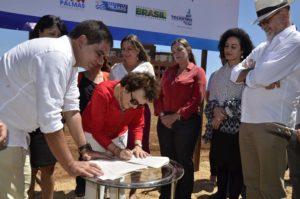 A secretária de Políticas para Mulheres da Presidência da República, Eleonora Menicucci, recebeu do prefeito de Palmas, Carlos Amastha, a doação do terreno onde será construída a Casa da Mulher Brasileira