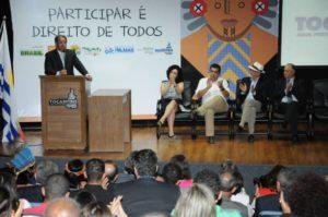 """Sob fortes aplausos, o governador do Estado, Marcelo Miranda, reafirma que """"É preciso respeitar a democracia"""