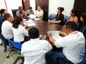 Diretoria do Sintras e servidores reunidos com Luiz Teixeira.