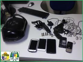 Droga, arma e celulares apreendidos