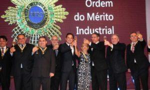 A condecoração foi idealizada pela CNI e, no Tocantins, é a maior comenda concedida pela Fieto a personalidades estaduais, nacionais e estrangeiras