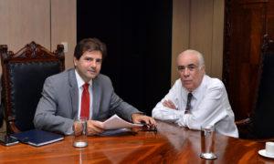 Secretário Renato de Assunção e o ministro Antônio Carlos Rodrigues durante reunião em Brasília