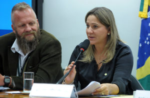 Dulce Miranda presidiu parte da audiência pública