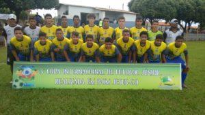 Equipe sub-15 da Escolinha de Futebol do 1º BPM que tamb ém participou do campeonato