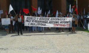 Manifestação dos servidores nas ruas até a Assembleia Legislativa no dia 16 de dezembro último em Palmas