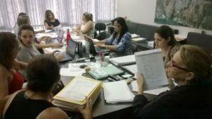 Comissão avaliadora analisa documentação dos candidatos