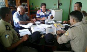 Equipe da PM e gestores públicos de Araguatins se reúnem para discutir plano de segurança para o Carnaval