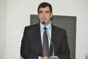 Ricardo Ayres na tribuna