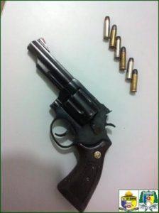 Arma apreendida no interior de veículo em Araguaína