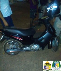 Motocicleta apreendida pela PM em poder de menor infrator  em Araguaína.