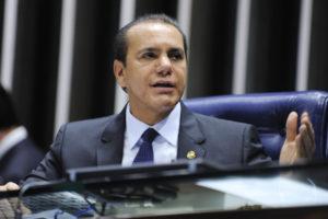 """O senador Ataídes Oliveira: """"Além de ilegal, o pacotaço foi uma grave injustiça cometida contra o tocantinense"""""""
