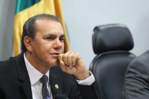 O senador Ataídes Oliveira: Não há regra regimental ou legal que imponha a suspeição
