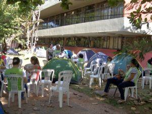 Servidores estão em greve desde o dia 2 de fevereiro (Foto: Reprodução/TV Anhanguera)