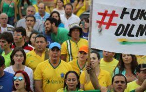 Senador Ataídes Oliveira participa da manifestação em Palmas contra corrupção, governo Dilma e apoio à operação Lava Jato