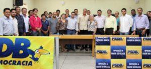 Senador Ataídes Oliveira fala a membros do PSDB e de outros 12 partidos em Colinas