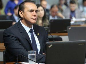 """O senador Ataídes Oliveira: """"Atraso no julgamento das ADIs contra aumento de impostos prejudica população"""""""