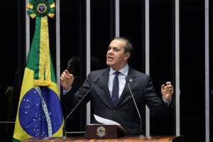 O senador Ataídes Oliveira: crueldade com o cidadão tocantinense