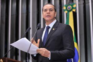 """""""O governo não pode endividar mais o Estado, tem que cortar despesas desnecessárias"""", diz Ataídes"""