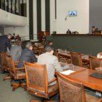 Deputados derrubam taxa de inspeção veicular ambiental imposta pelo Governo do Estado