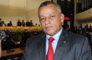 Ex-deputado estadual Iderval Silva (PR)