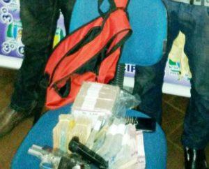 Dinheiro e arma apreendida com dupla de asaltantes em Colinas