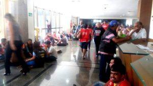 Corredores da Assembleia Legislativa lotados pelos servidores