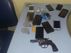 Materiais recuperados pela PM com grupo de suspeitos de roubo