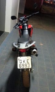 Moto utilizada por criminosos foi apreendida pela PM