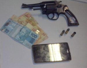 Objetos apreendidos pela PM com autor de roubo em Palmas