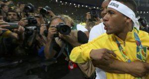 Após ouro, Neymar diz: 'Vão ter que me engolir', e discute e xinga torcedores; veja